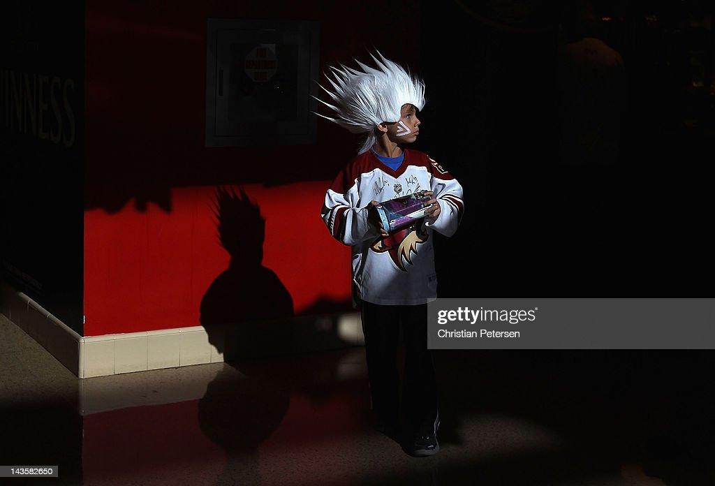 Nashville Predators v Phoenix Coyotes - Game Two : News Photo
