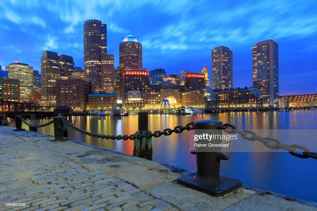 Fan Pier across the water at the skyscrapers of Boston Harbor at dusk : Stock-Foto