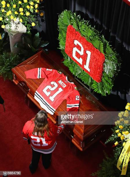 A banner signed by mourners is shown during during a public visitation for former Chicago Blackhawk player Stan Mikita at the United Center on August...