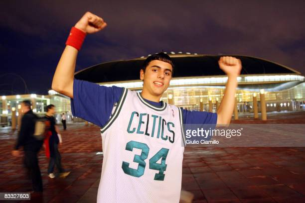 Fan poses before the Washington Wizards play against the New Orleans Hornets during the 2008 NBA Europe Live Tour on October 17, 2008 at the Palau...