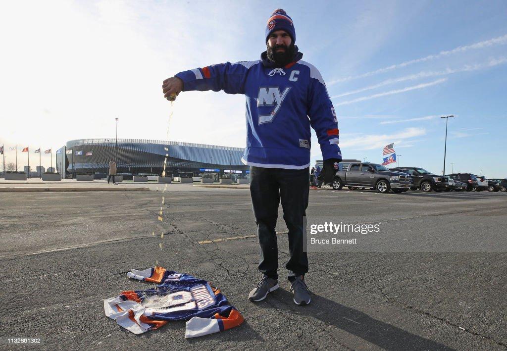 Toronto Maple Leafs v New York Islanders : News Photo