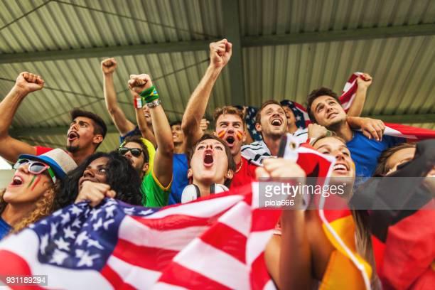 ventilator unterstützt ihre nationalmannschaften - weltmeisterschaft stock-fotos und bilder