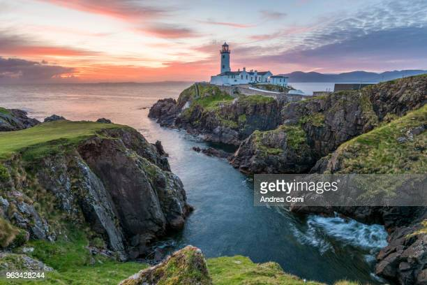 fanad head lighthouse, county donegal, ulster region, republic of ireland, europe. - küste stock-fotos und bilder