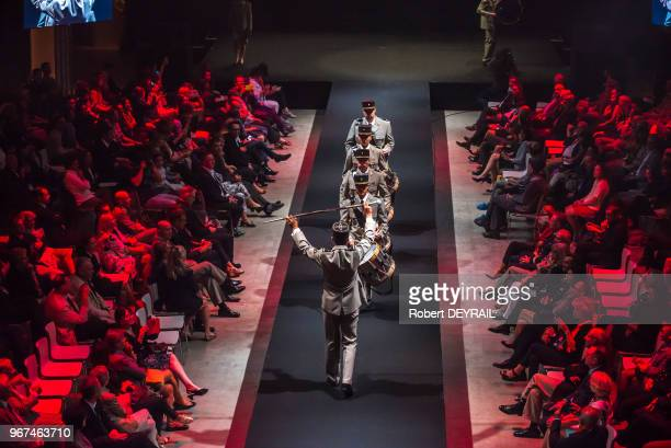 Fanfare militaire lors d'un défilé du projet 'Epopée des uniformes français' mis en place par le gouverneur militaire de Lyon le colonel Pierre...