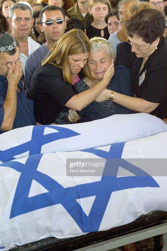 Funerals for Tel Aviv Suicide Bomb Victims : News Photo