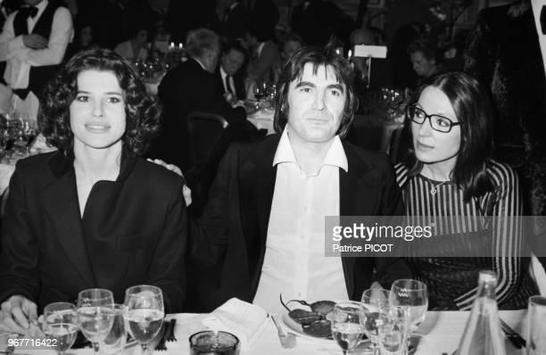 Fanny Ardant Serge Lama et Nana Mouskouri lors de la soirée de la 1ère du chanteur au Palais des Congrès à Paris le 30 janvier 1981 France