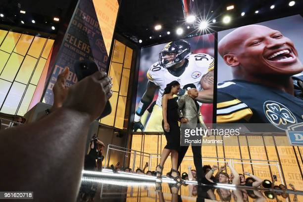 Fans applaud as Pittsburgh Steelers linebacker Ryan Shazier walks onstage to announce the Steelers' draft pick during the first round of the 2018 NFL...