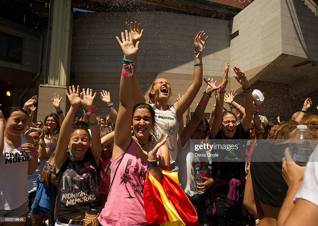 Fans Gather For One Direction Concert In Madrid : News Photo