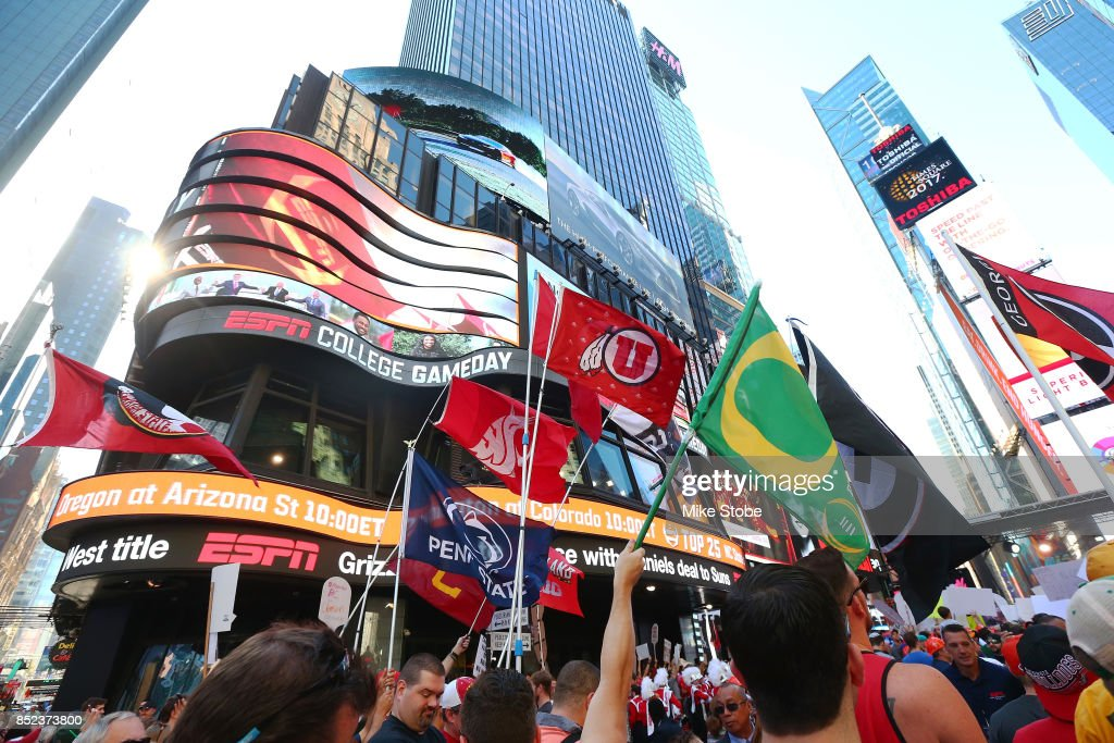 ESPN College GameDay Built by The Home Depot - Times Square : News Photo