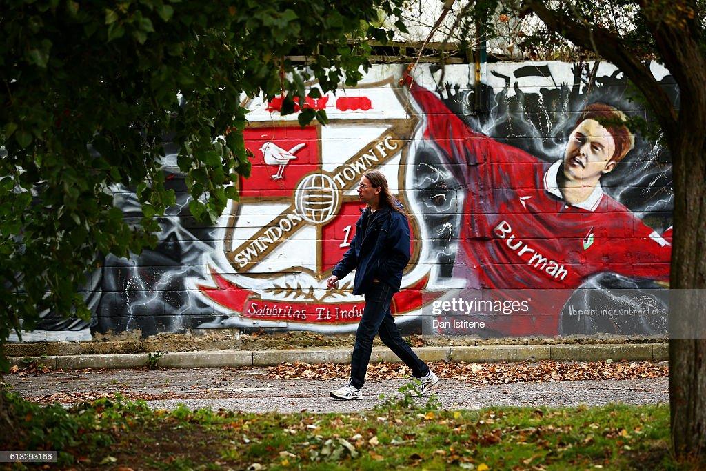 Swindon Town v Bolton Wanderers - Sky Bet League One : News Photo