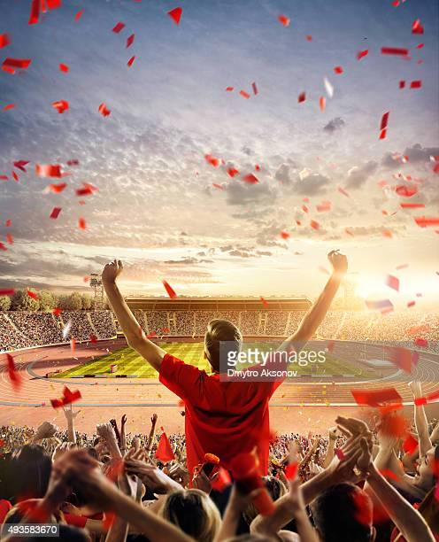 Fans beim Olympischen Stadion mit running-Titel