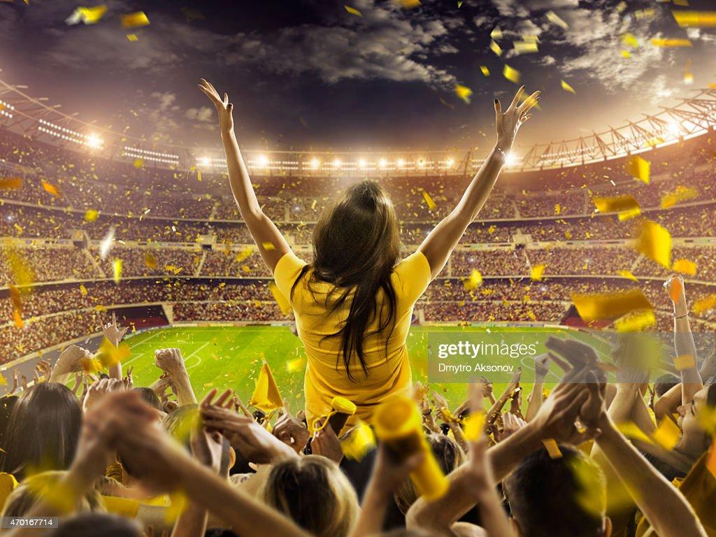 Fans beim Stadion : Stock-Foto