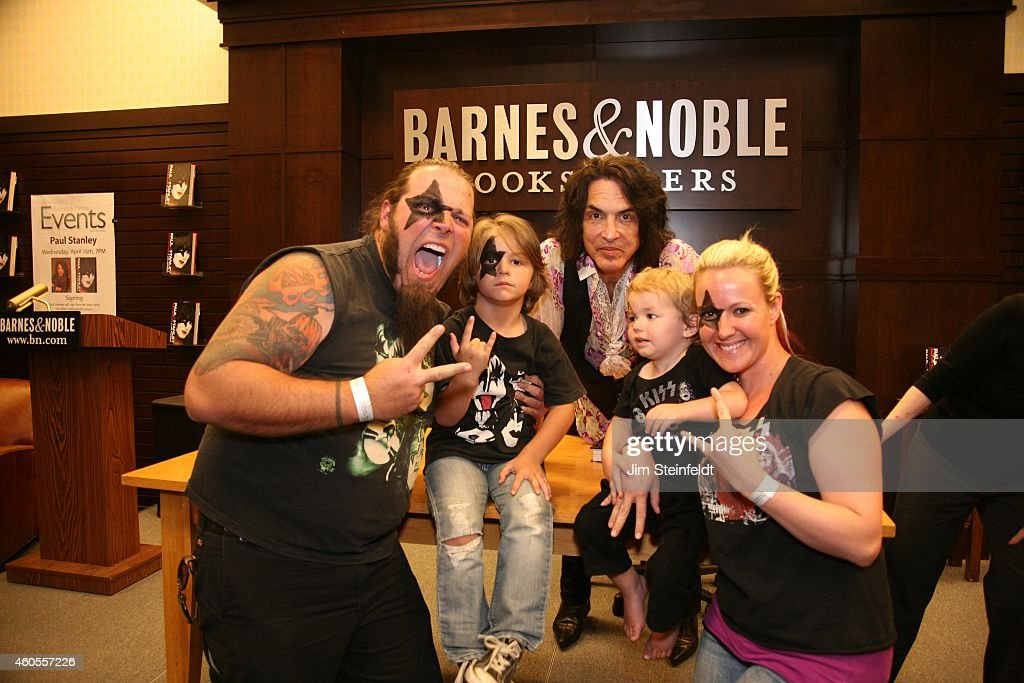 Fans at the Paul Stanley book signing at Barnes & Noble at