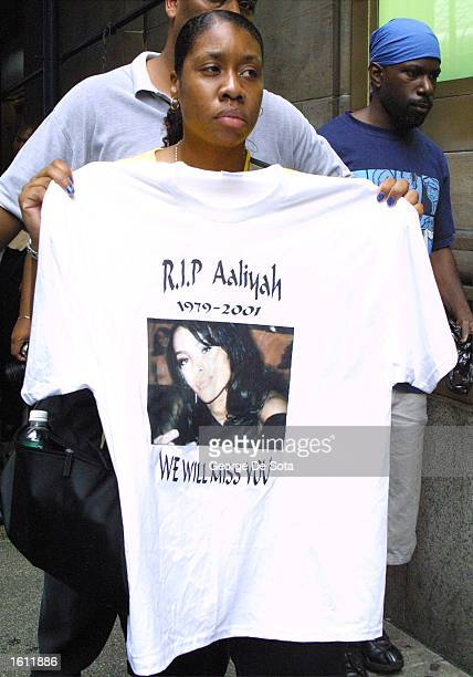 Fans attend a memorial for the late RB singer Aaliyah at Cipriani restaurant as the funeral service is held at St Ignatius Loyola Church August 31...