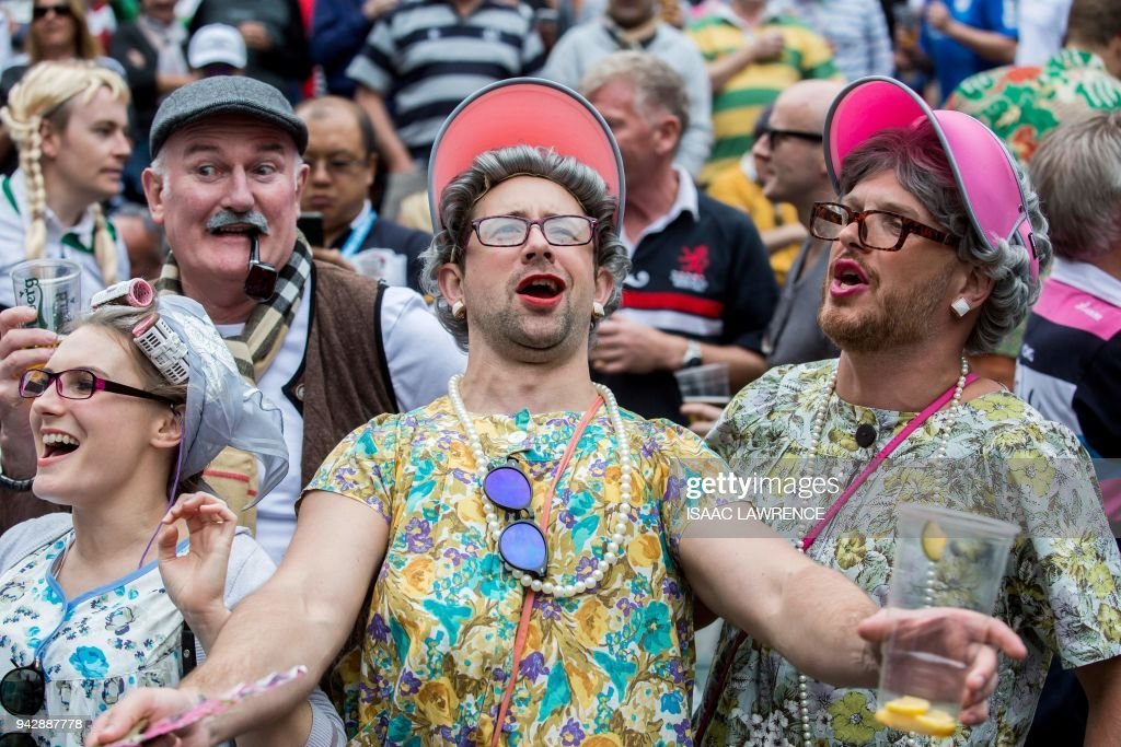 Fans attend the second day of the Hong Kong rugby sevens tournament in Hong Kong on April 7, 2018. / AFP PHOTO / Isaac LAWRENCE