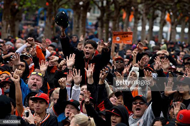 Fans celebrate during the San Francisco Giants World Series victory parade on October 31 2014 in San Francisco California The San Francisco Giants...