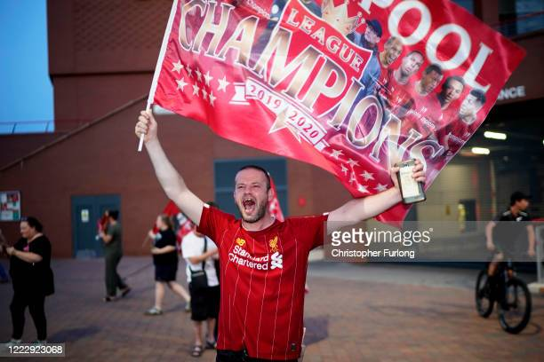 Fans celebrate Liverpool FC winning the Premier League title outside Anfield after Chelsea beat Manchester City tonight ensuring Liverpool FC can no...
