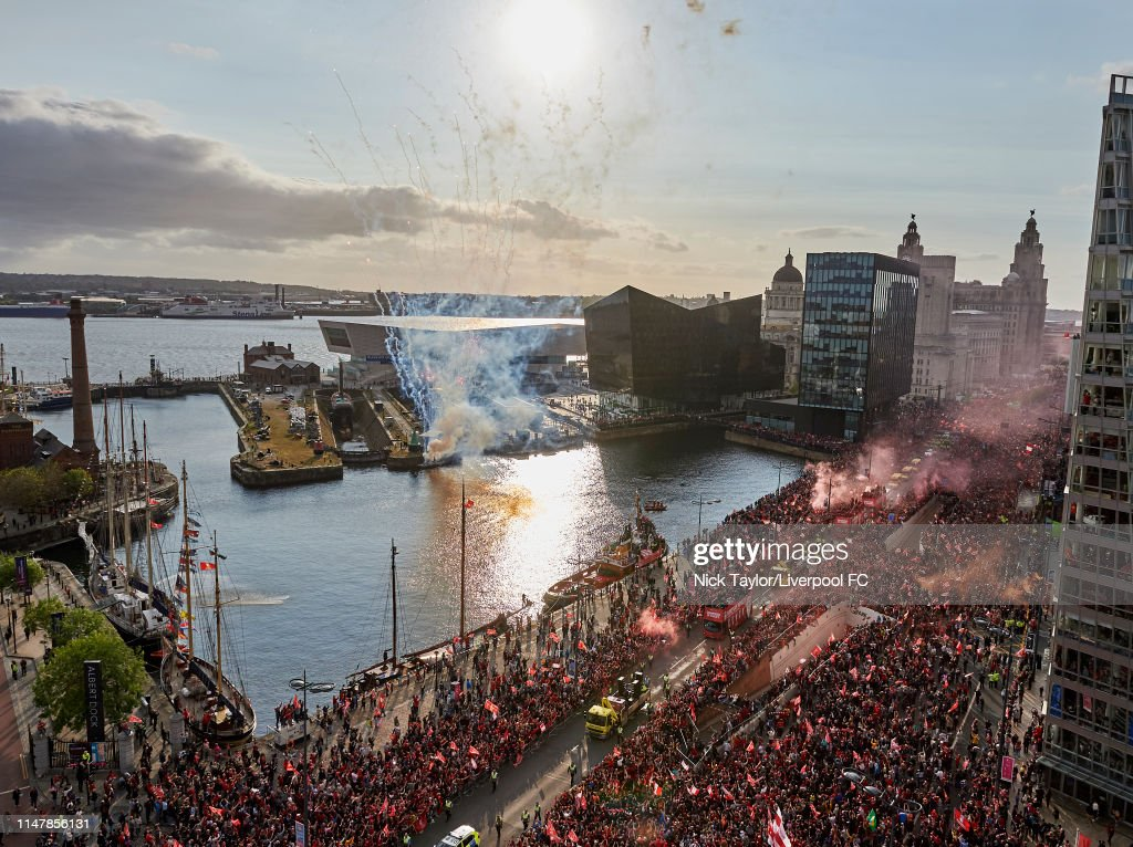 Liverpool Parade to Celebrate Winning UEFA Champions League : Nachrichtenfoto