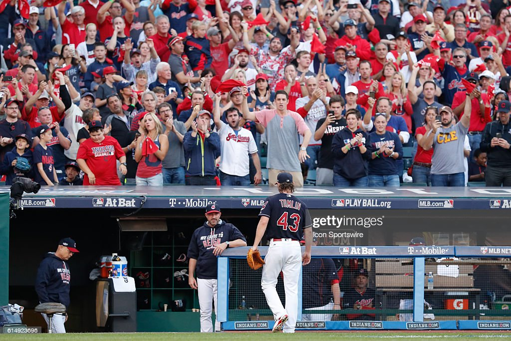 MLB: OCT 15 ALCS Game 2 - Blue Jays at Indians : News Photo