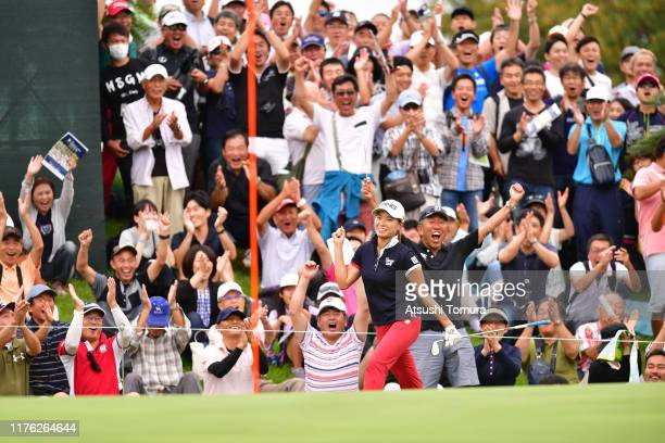 Fans cheer as Hinako Shibuno of Japan makes a chipin birdie on the 16th green during the final round of the Descente Ladies Tokai Classic at Shin...