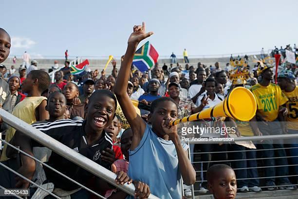 fans cheer at a football game in pretoria - internationaal voetbalevenement stockfoto's en -beelden