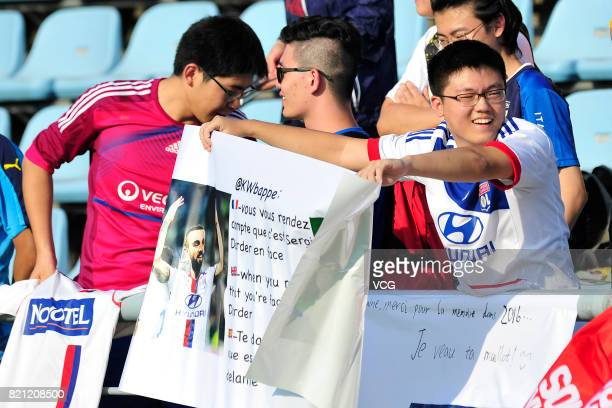 Fans cheer for Olympique Lyonnais at a training session ahead of 2017 International Champions Cup football match between Olympique Lyonnais and FC...