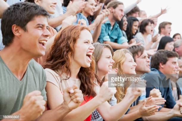 ファンの喜びの群衆