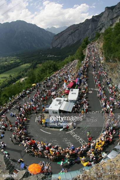 L'ALPE D'HUEZ FRANCE JULY 21 Fans crowd the course as Lance Armstrong of the USA and riding for US Postal Service presented by Berry Floor climbs...