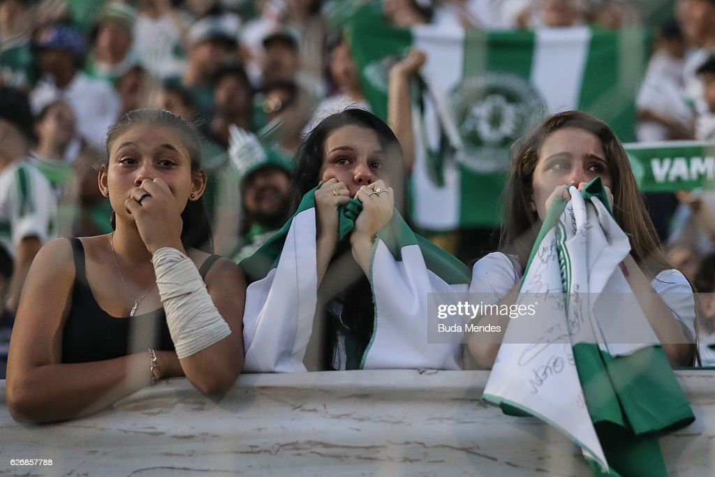 Fans Pay Tribute To Brazilian Football Team Chapecoense Following Fatal Plane Crash : News Photo