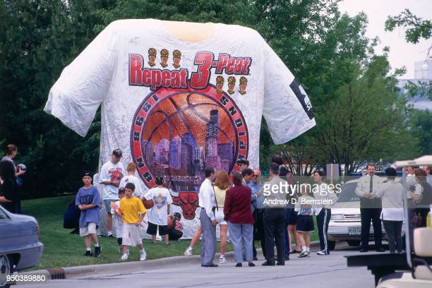 Fans during the 1998 Chicago Bulls Celebration Rally on June 16 1998 at Grant Park in Chicago Illinois NOTE TO USER User expressly acknowledges and...