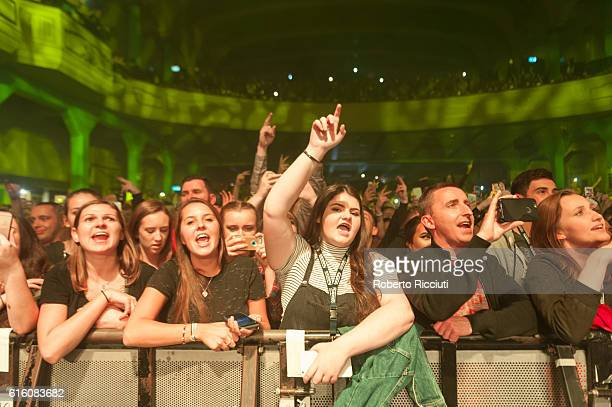 Fans enjoy Jake Bugg performance at O2 Academy Glasgow on October 21 2016 in Glasgow Scotland