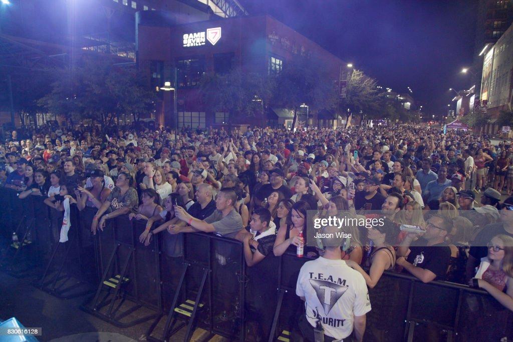 Fans enjoy Sugar Ray's Mark McGrath performance at Chase Field on August 11, 2017 in Phoenix, Arizona.