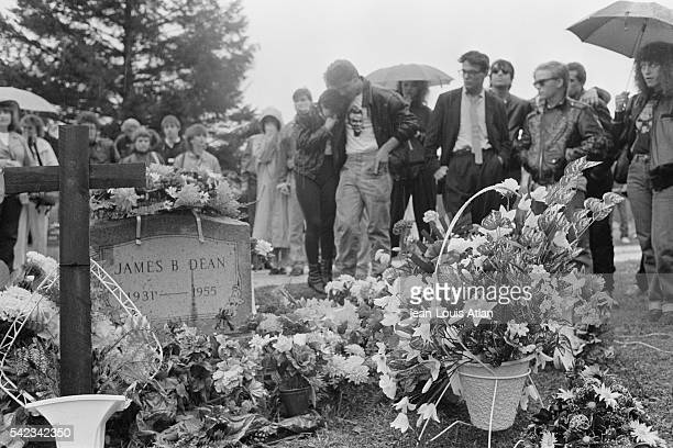60 Top James Dean Grave Pictures, Photos, & Images - Getty Images