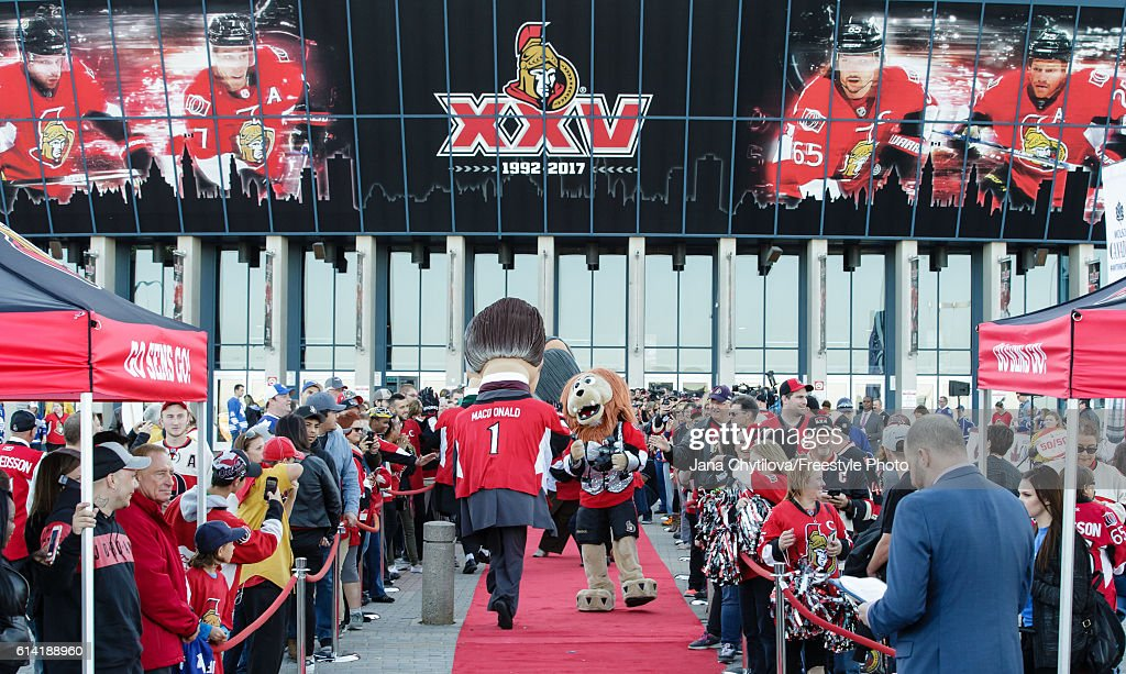 Fans gather to greet the Ottawa Senators on the red carpet prior to the start of the home opener against the Toronto Maple Leafs at Canadian Tire Centre on October 12, 2016 in Ottawa, Ontario, Canada.