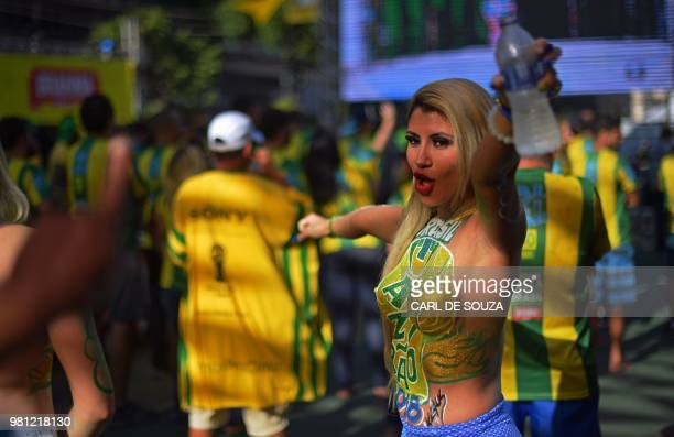 Fans gather to watch a FIFA World Cup Russia 2018 football match between Brazil and Costa Rica on a giant screen at Alzirao neighborhood in Rio de...