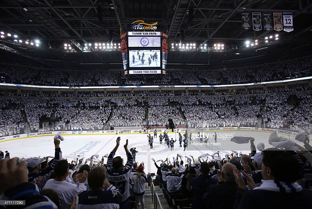Anaheim Ducks v Winnipeg Jets - Game Four : News Photo
