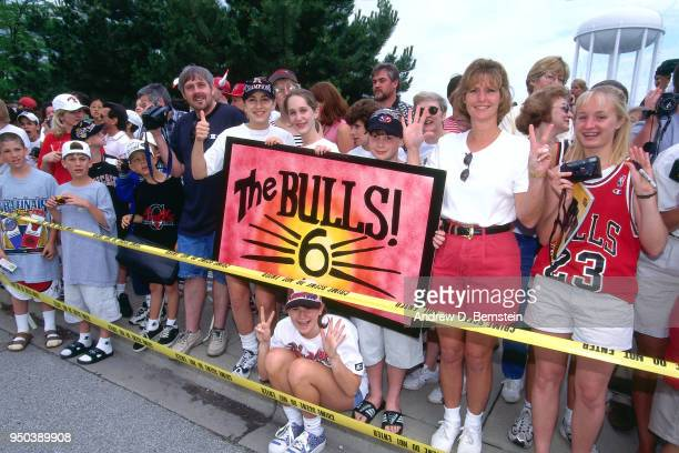 Fans hold up a sign during the 1998 Chicago Bulls Celebration Rally on June 16 1998 at Grant Park in Chicago Illinois NOTE TO USER User expressly...
