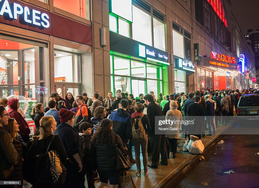 """Fans Line Up To Watch """"Star Wars: The Force Awakens"""" In New York City : News Photo"""