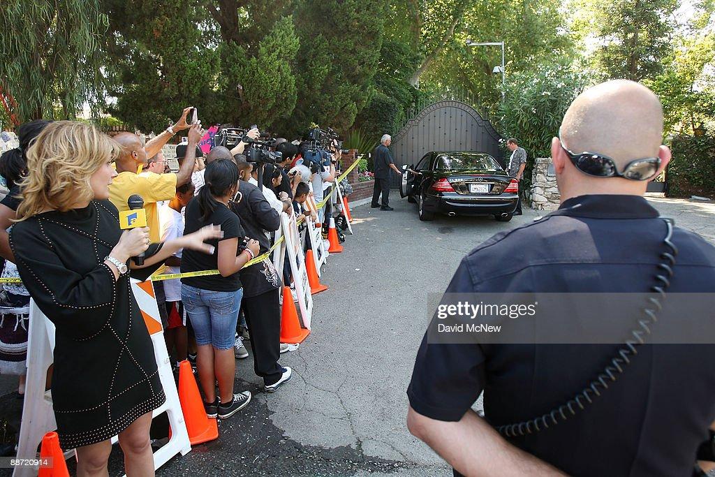 Michael Jackson Dies In Los Angeles At Age 50 : News Photo