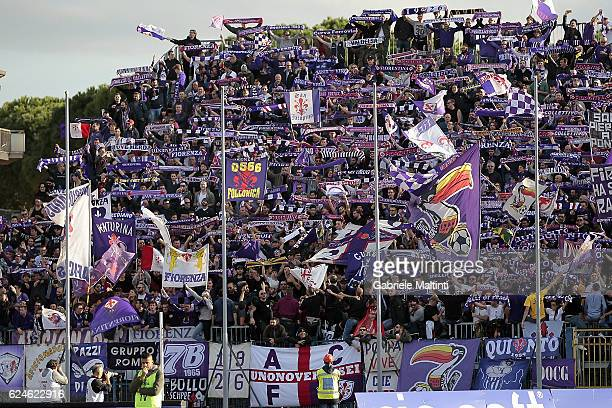 Fans of ACF Fiorentina during the Serie A match between Empoli FC and ACF Fiorentina at Stadio Carlo Castellani on November 20 2016 in Empoli Italy
