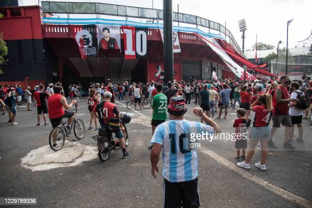 Fans of Argentina's Newell's Old Boys football team, where Argentinian football legend Diego Maradona use to play gather to mourn his death outside...