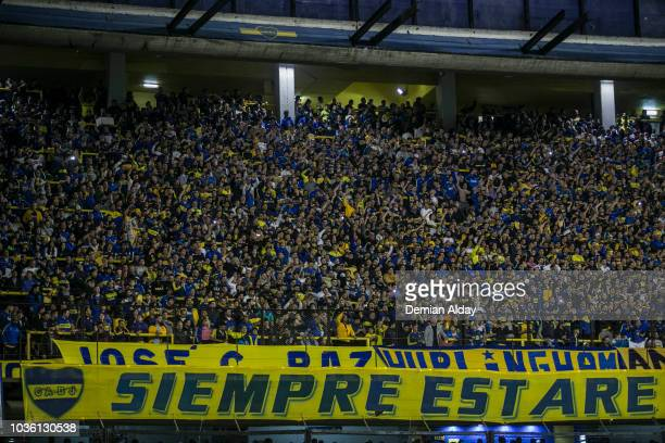 Edilson of Cruzeiro looks on during a Quarter Final first leg match between Boca Juniors and Cruziro at Alberto J Armando Stadium on September 19...