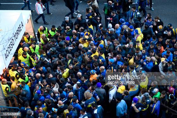 Fans of Boca Juniors gather at a gate of the Santiago Bernabeu stadium in Madrid just hours before the start of the second leg match of the...