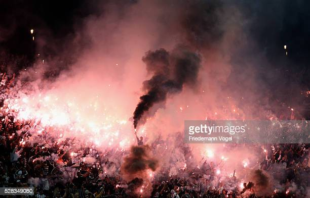 Fans of Corinthians cheer for their team before a match between Corinthians and Nacional URU as part of round of 16 of Copa Bridgestone Libertadores...
