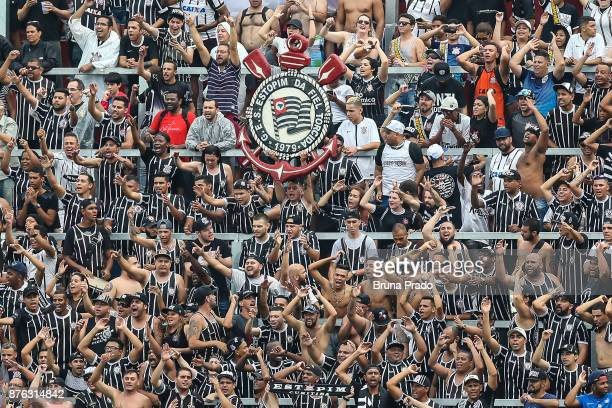 Fans of Corinthians in action during the Brasileirao Series A 2017 match between Flamengo and Corinthians at Ilha do Urubu Stadium on November 19...