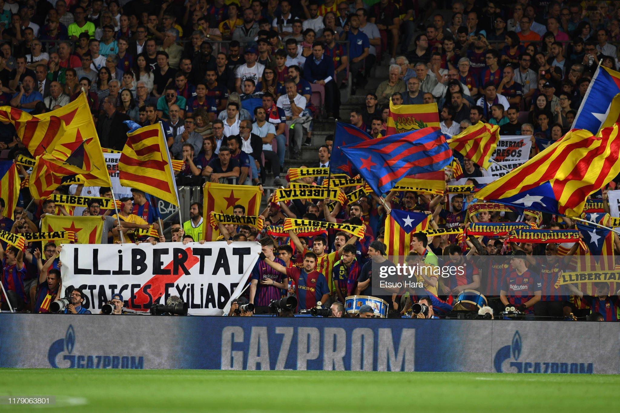 صور مباراة : برشلونة - إنتر 2-1 ( 02-10-2019 )  Fans-of-fc-barcelona-cheer-during-the-uefa-champions-league-group-f-picture-id1179063801?s=2048x2048