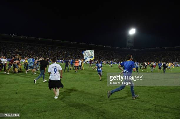 Fans of Frosinone celebrate after winning the serie B playoff match final between Frosinone Calcio v US Citta di Palermo at Stadio Benito Stirpe on...