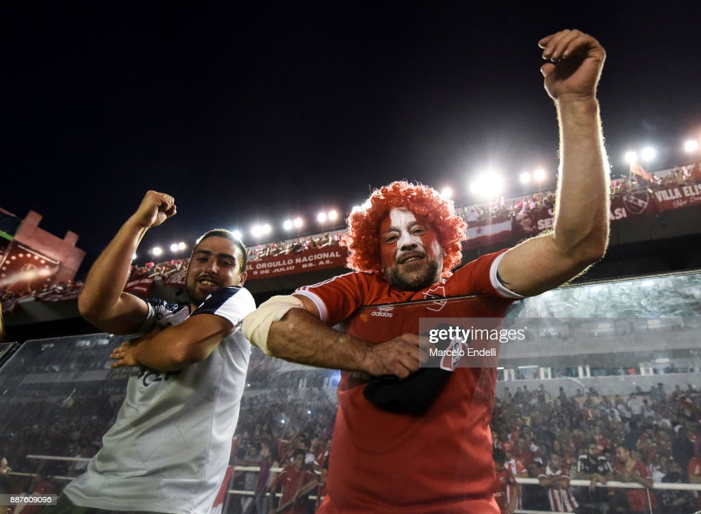 Fans of Independiente cheer for their team before the first leg of the Copa Sudamericana 2017 final between Independiente and Flamengo at Estadio Libertadores de America on December 6, 2017 in Avellaneda, Argentina.