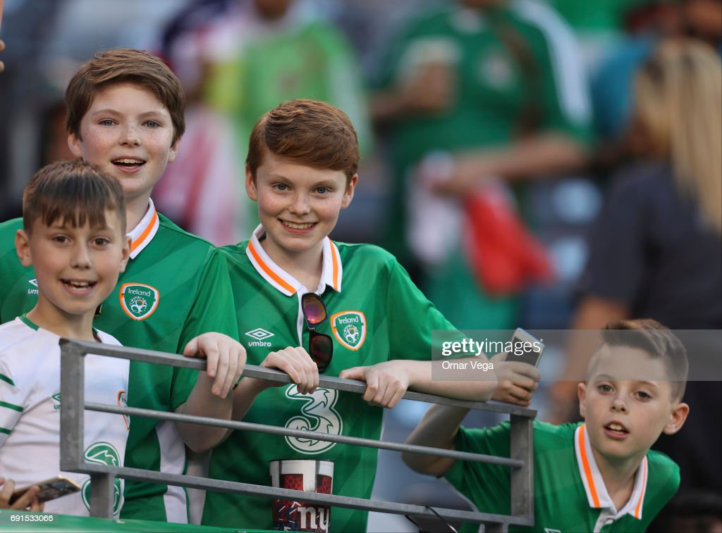 Fans of Ireland smile prior to the friendly match between the Republic of Ireland and Mexico at MetLife Stadium on June 01, 2017 in East Rutherford, NJ.
