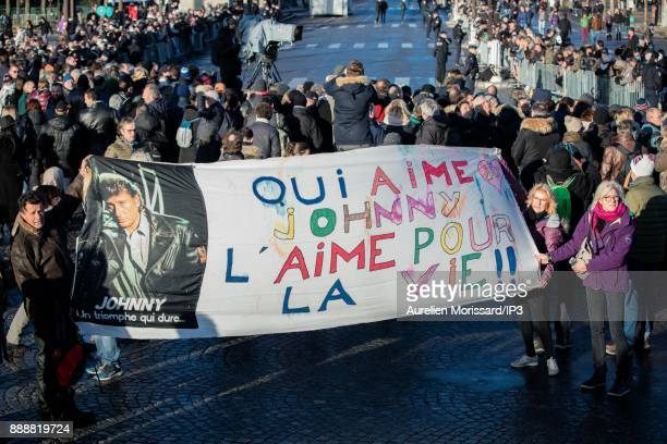 Fans of Johnny Hallyday gather on the Place de la Concorde to pay tribute to the musician on December 9 2017 in Paris France France is paying tribute...
